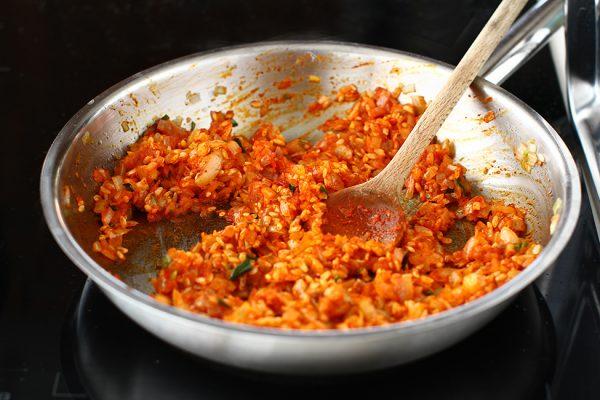 ceapa calita cu orez bulion si paprika pregatita de sarmale