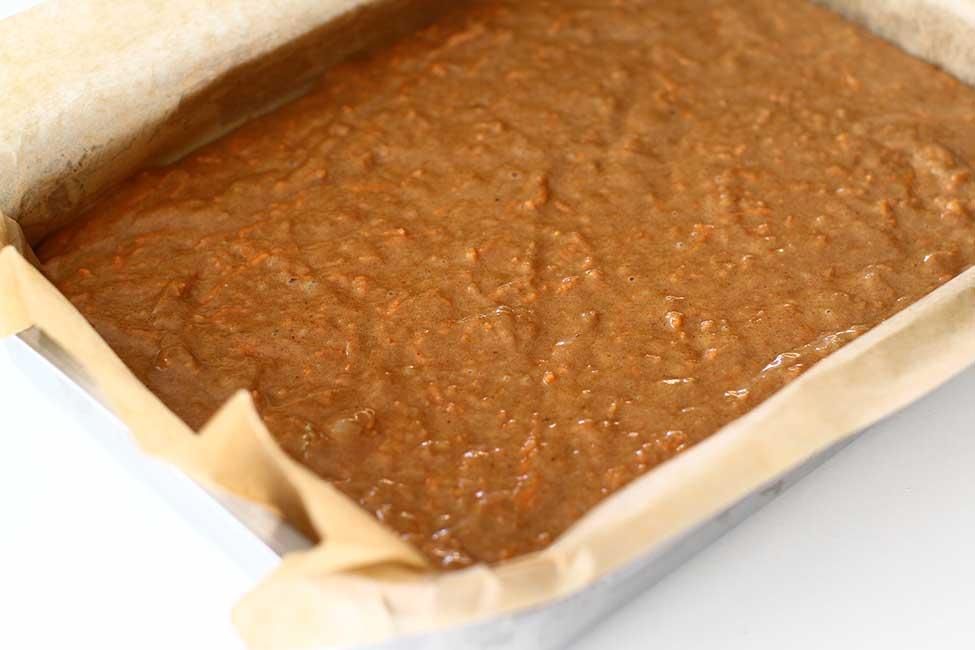 compozitia pentru prajitura de post cu morcovi in tava reteta carrot cake vegan