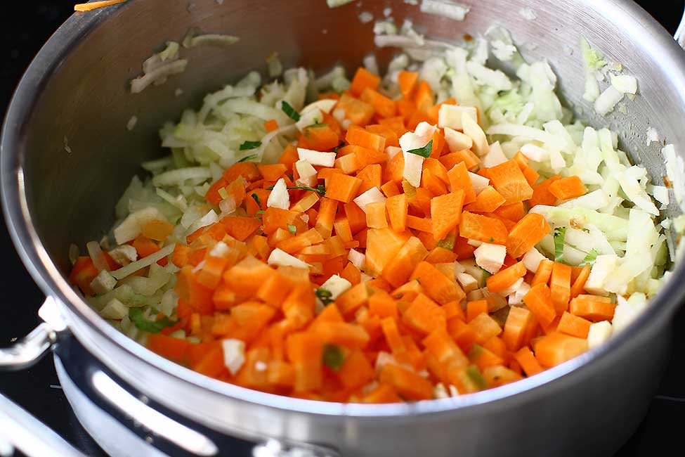 adaugare morcovi si radacinoase la ceapa si gulii calite
