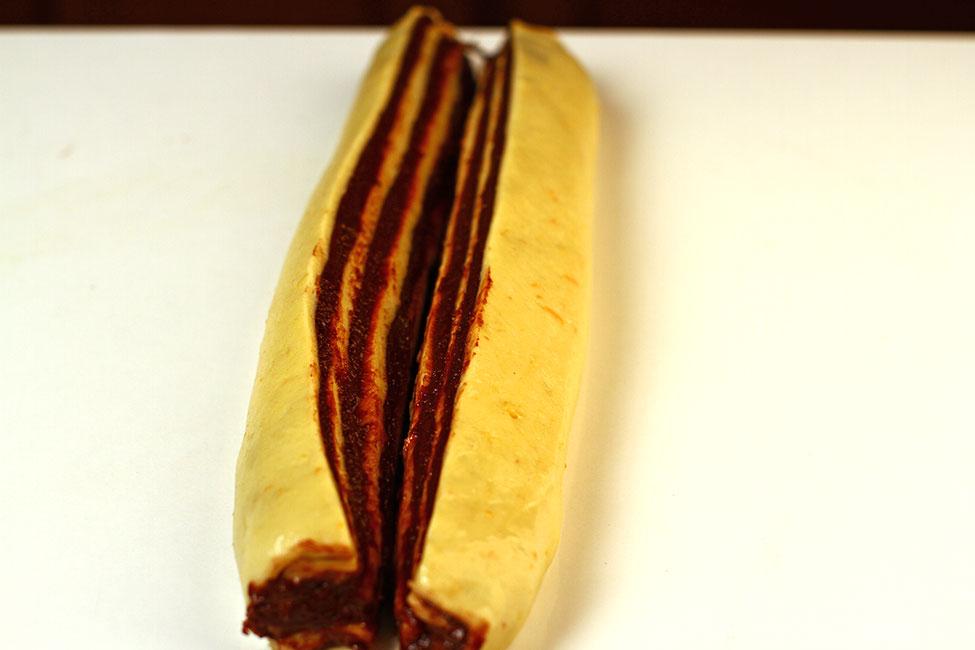 modelare cozonac insiropat cu nuca si ciocolata
