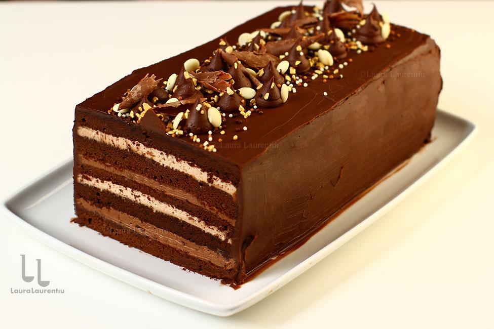 Tort cu ciocolată cu blat umed și trei creme - tort Îndrăgostit de ciocolată