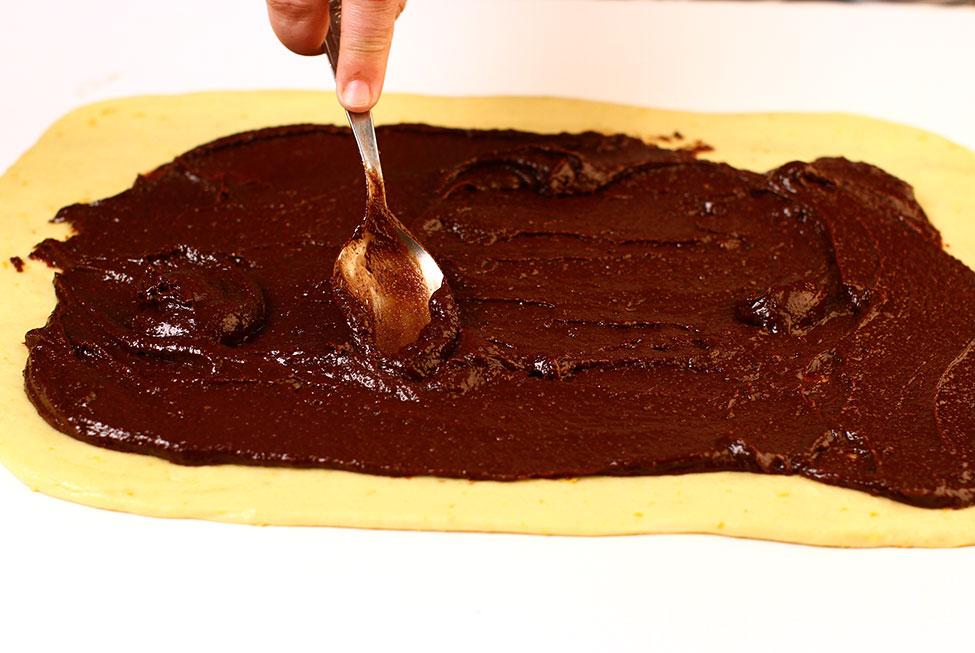 umplere cozonac cu umplutura de nuca cu ciocolata si vinars