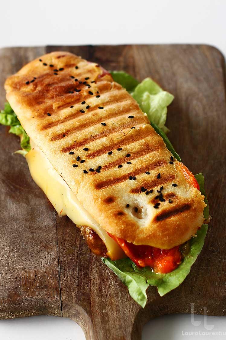 Mitch Sandwich - burger romanesc gourmet reteta de Laura Laurentiu