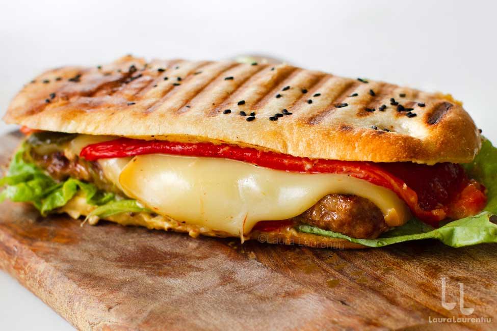mitch senvici reteta mici senvici burger romanesc gourmet reteta Laura Laurentiu
