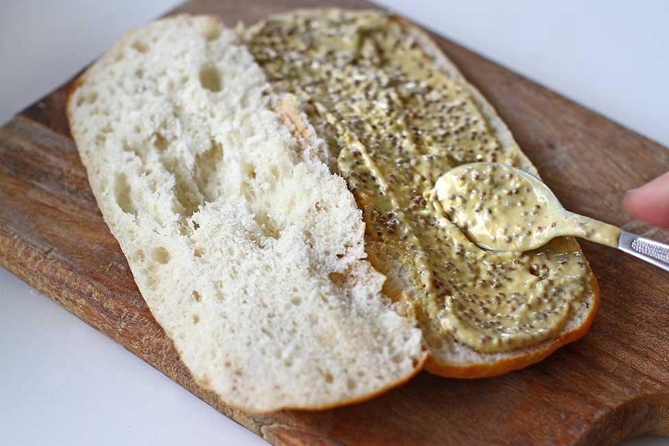 paine moale pentru panini unsa cu mustar