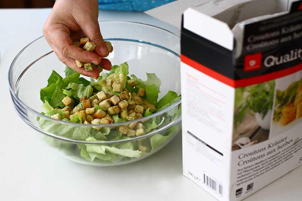 asamblarea salatei cesar
