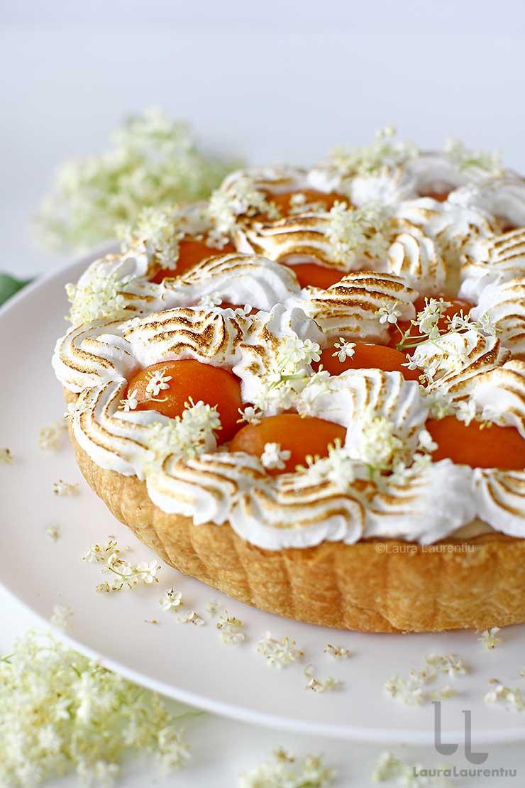 tarta cu caise reteta tarta cu crema chiboust infuzata cu flori de soc si caise laura laurentiu