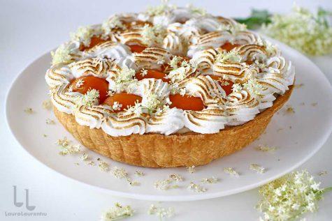 tarta cu caise si crema cu flori de soc reteta laura laurentiu