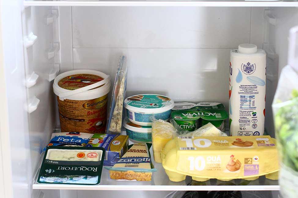 raft lactaturi si oua in frigider