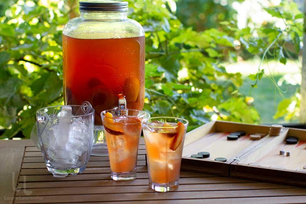 Ice tea cu piersici, fără zahăr, o băutură răcoritoare naturală și ușor de făcut