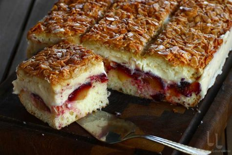 Prăjitura cu prune și crustă de migdale