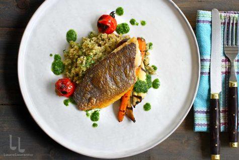 Biban de mare cu garnitură de quinoa și legume – o cină rapidă și gustoasă
