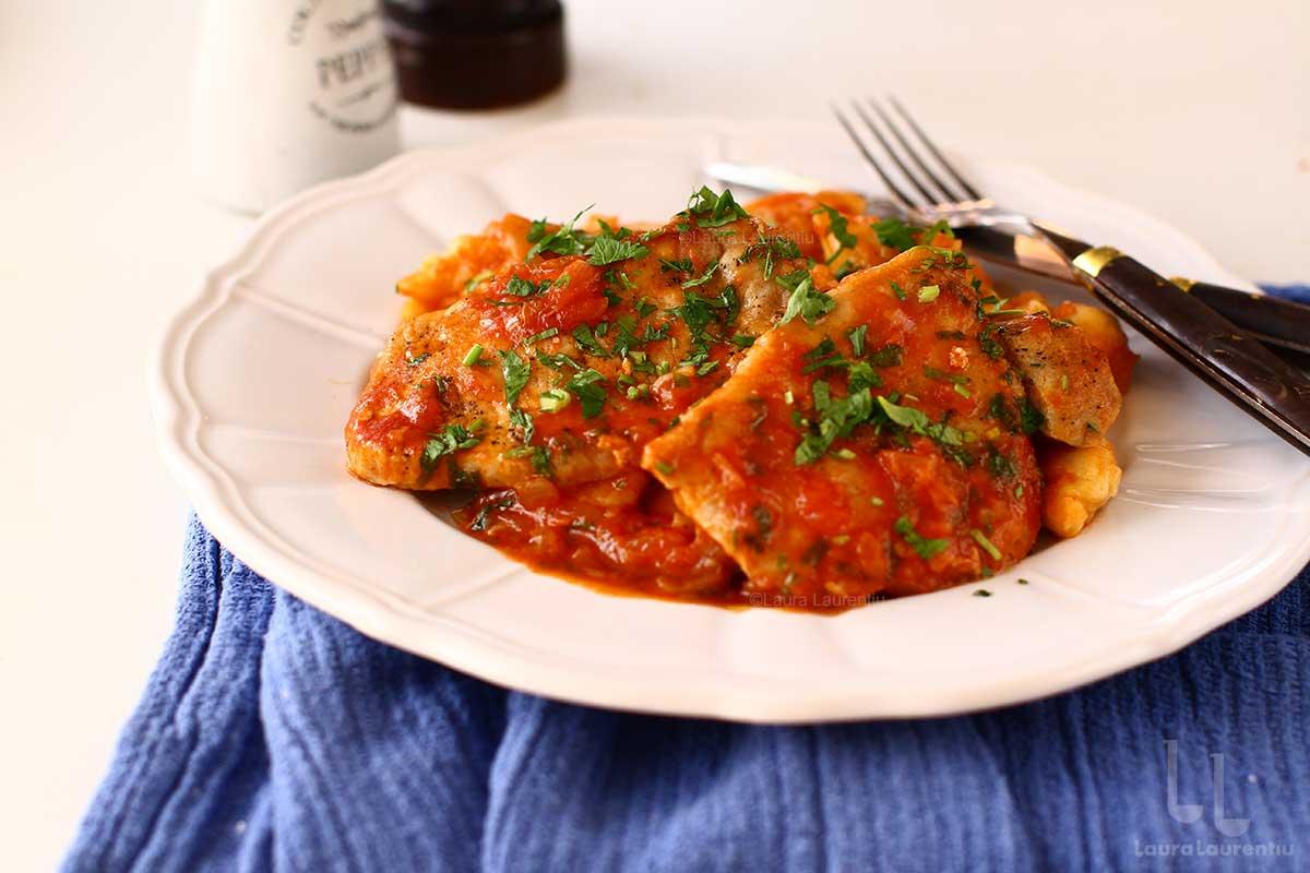 Cotlet de porc cu sos de roșii - rețetă rapidă și gustoasă