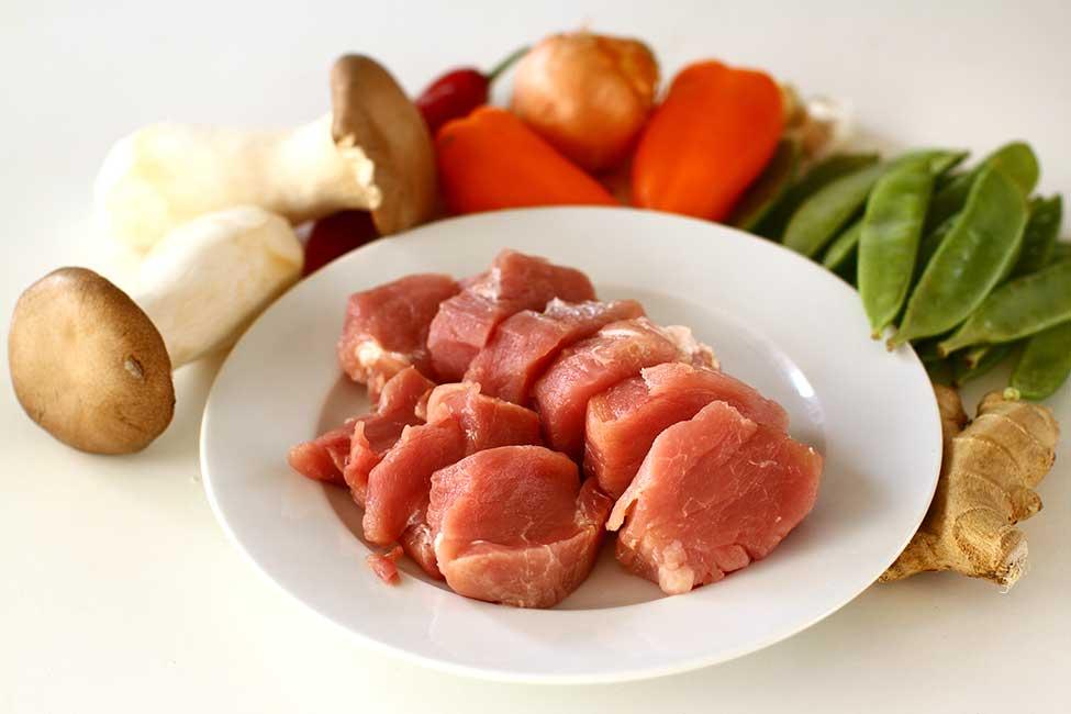 ingrediente pentru porc cu legume in stil chinezesc