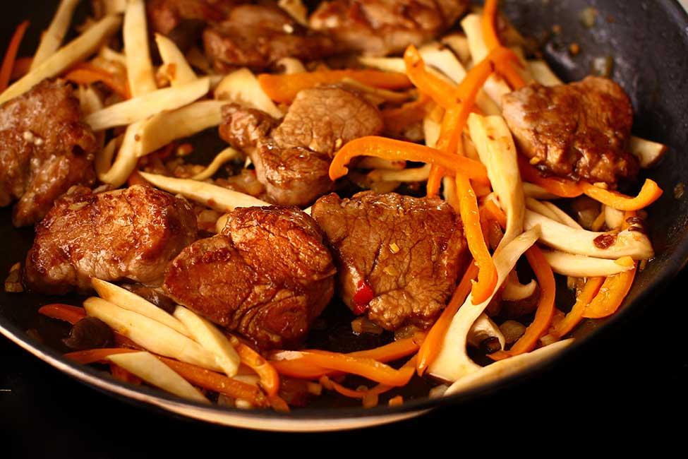 porc cu legume in stil chinezesc preparare