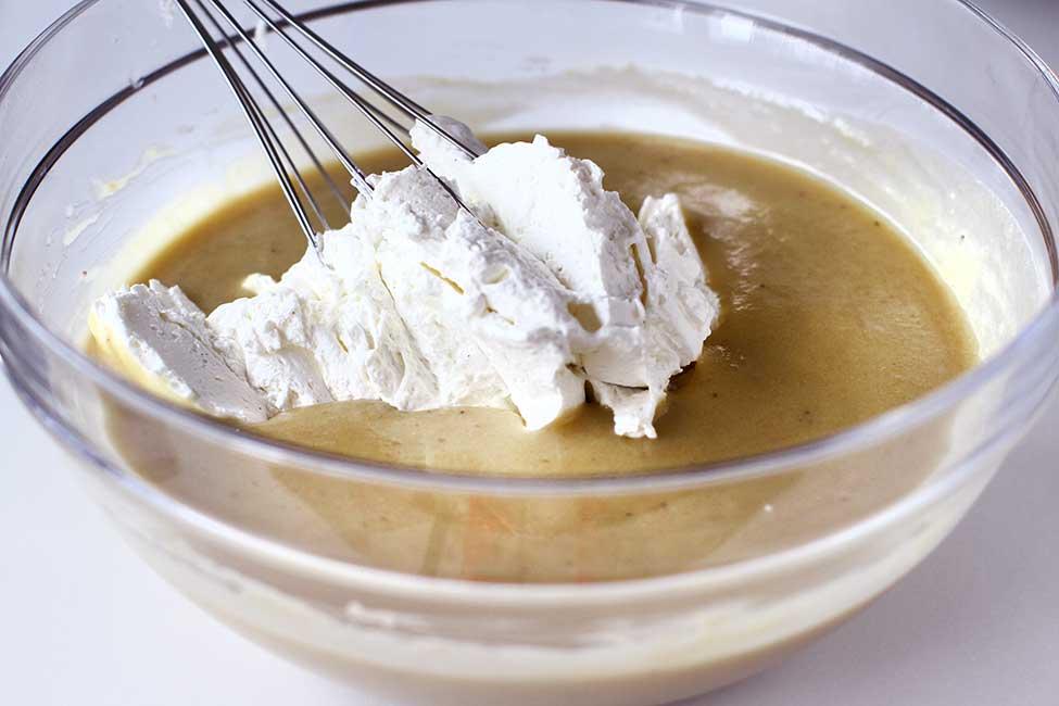 adaugare frisca cu mascarpone in crema de banane
