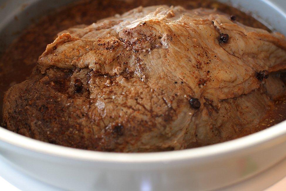 bucata de ceafa de porc gatita in slowcooker