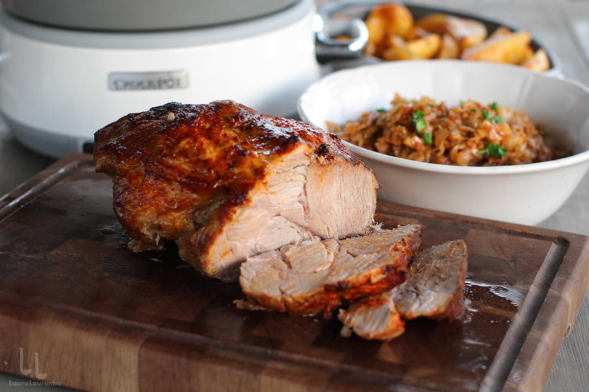 Ceafă de porc cu moare de varză, gătită la slow cooker