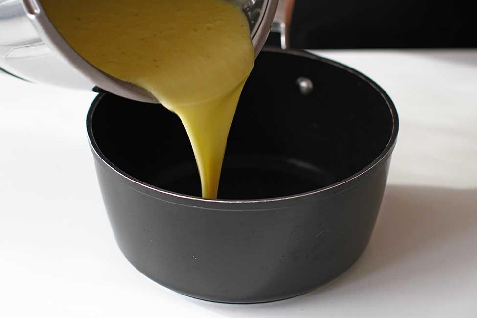 compozitia de curd de banane cruda data la blender