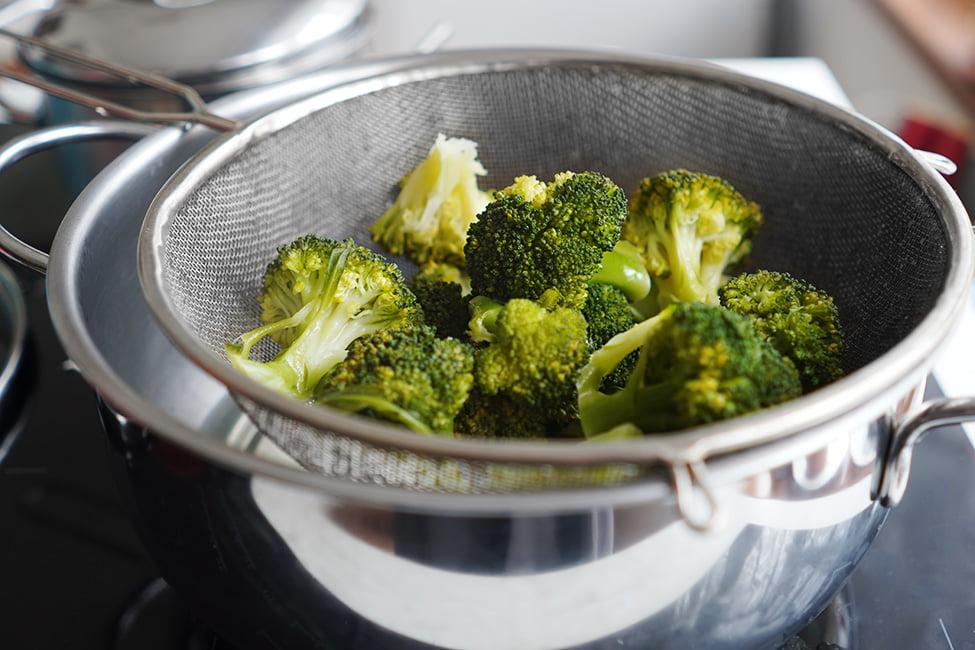 cum gatim broccoli la aburi