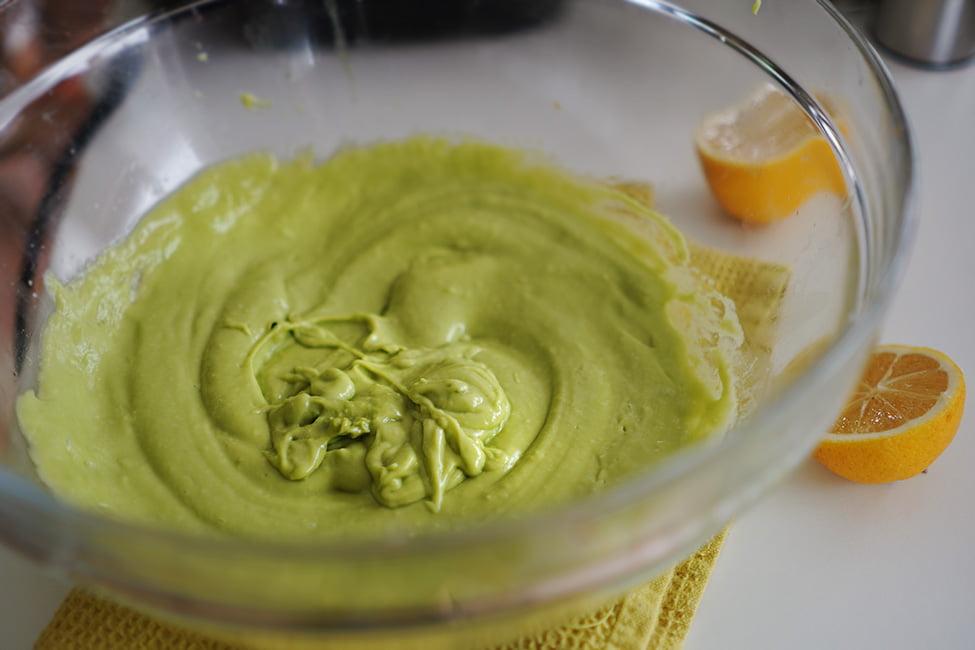 maioneza de avocado cu usturoi