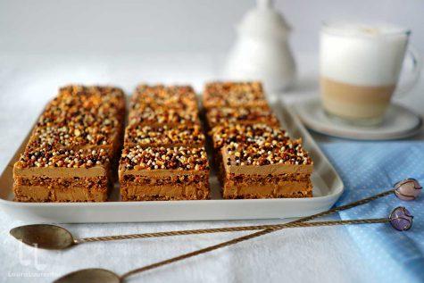 Prăjitură cu cremă de ness și blat de bezea cu nucă