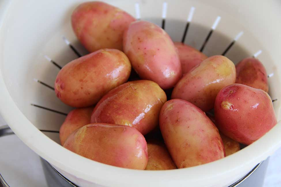 cartofii curatati de pielita