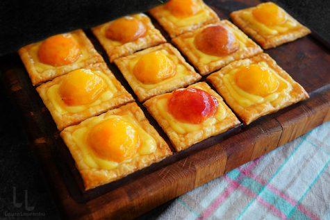 tarte false cu piersici si crema de vanilie reteta mini tarte din foietaj cu crema de vanilie si piersici reteta laura laurentiu