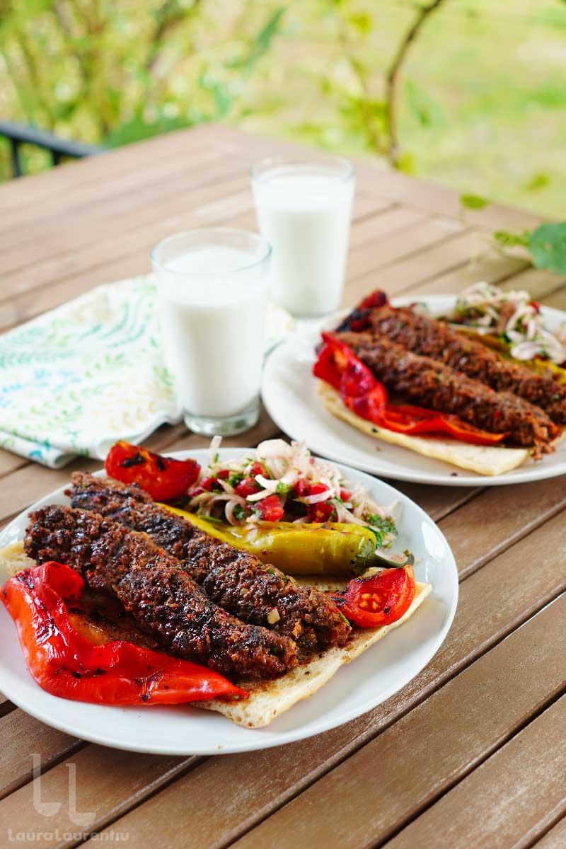 adana kebab facut in casa reteta frigarui cu carne tocata de miel dupa reteta turceasca adana kebab