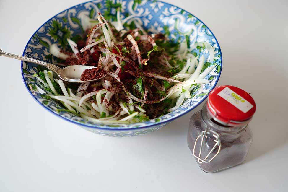 salata cu ceapa rosii patrunjel si sumac