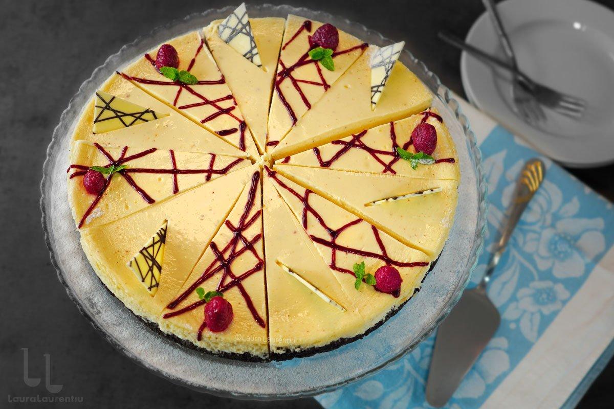 Cheesecake clasic cu Oreo, pregătit la cuptor