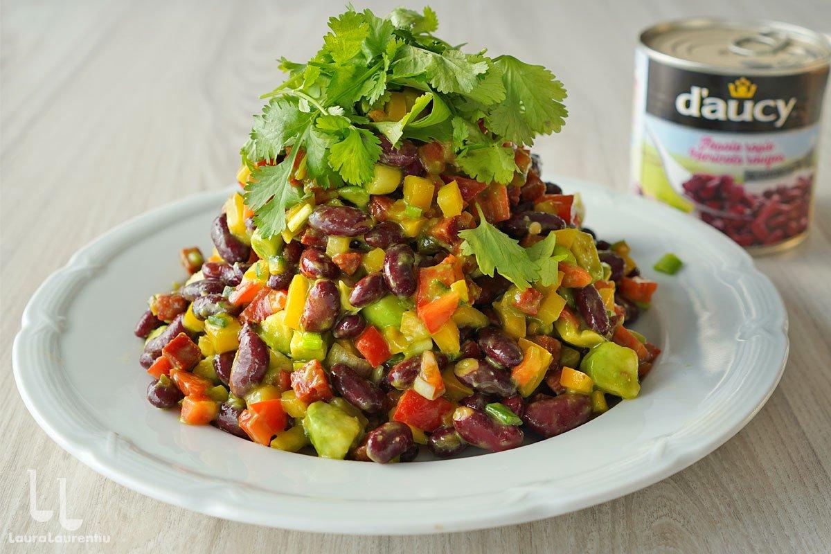 Salată de fasole roșie cu avocado și chorizo