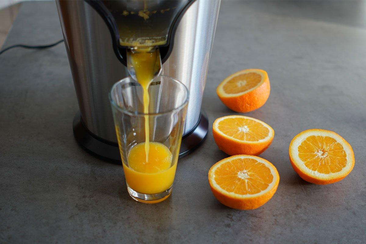 suc de portocale cu storcatorul de citrice heinner