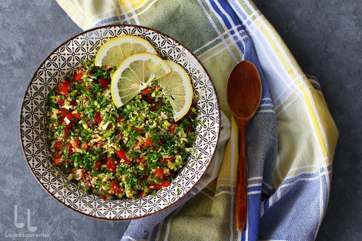 Salata tabbouleh cu sau fără bulgur, cu variante cu couscous și quinoa