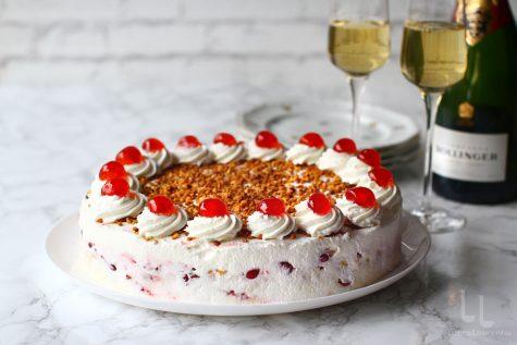 tort fara coacere cu visine si crema de vanilie reteta laura laurentiu