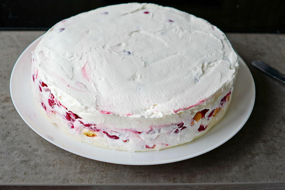 tort fara coacere cu visine si crema de vanilie semifinisat cu frisca