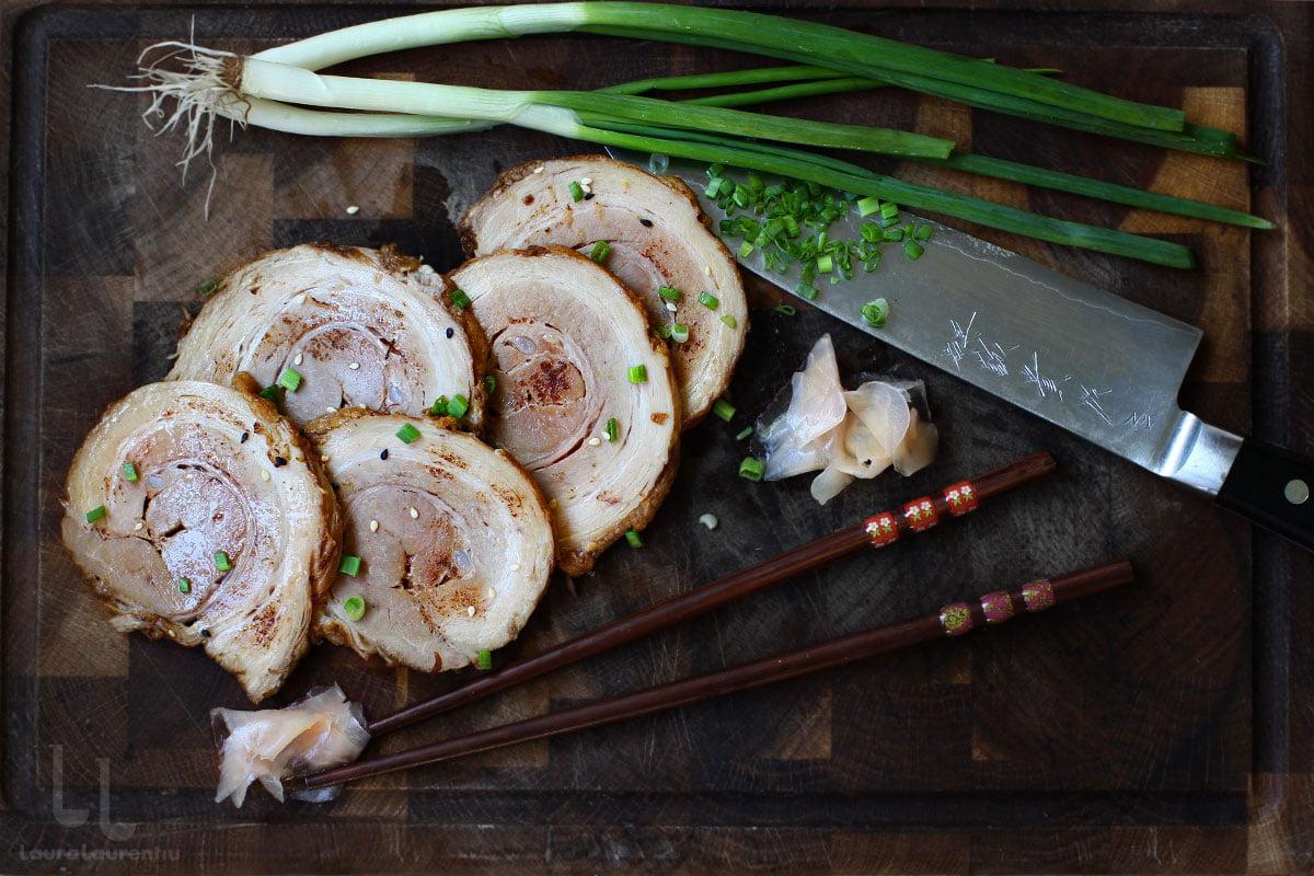 Ruladă din fleică de porc marinată, în stil asiatic - Chashu (pentru ramen)