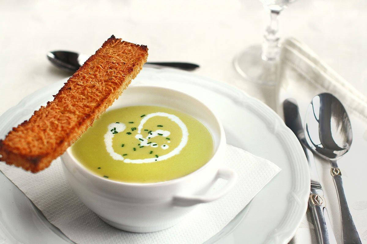 Supă cremă de cartofi cu praz - rețeta de supă Vichyssoise