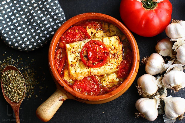 Brânză cu roșii la cuptor - feta saganaki - rețeta video