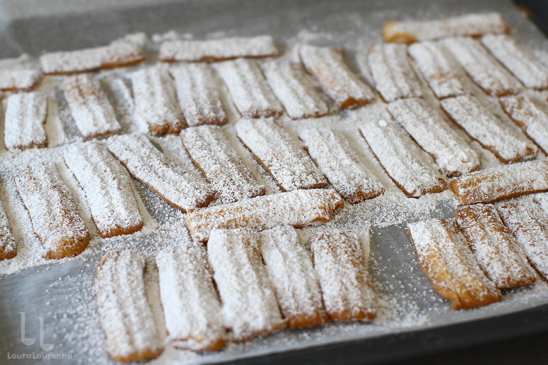 Biscuiți șprițați de casă cu unt sau untură și smântână dulce